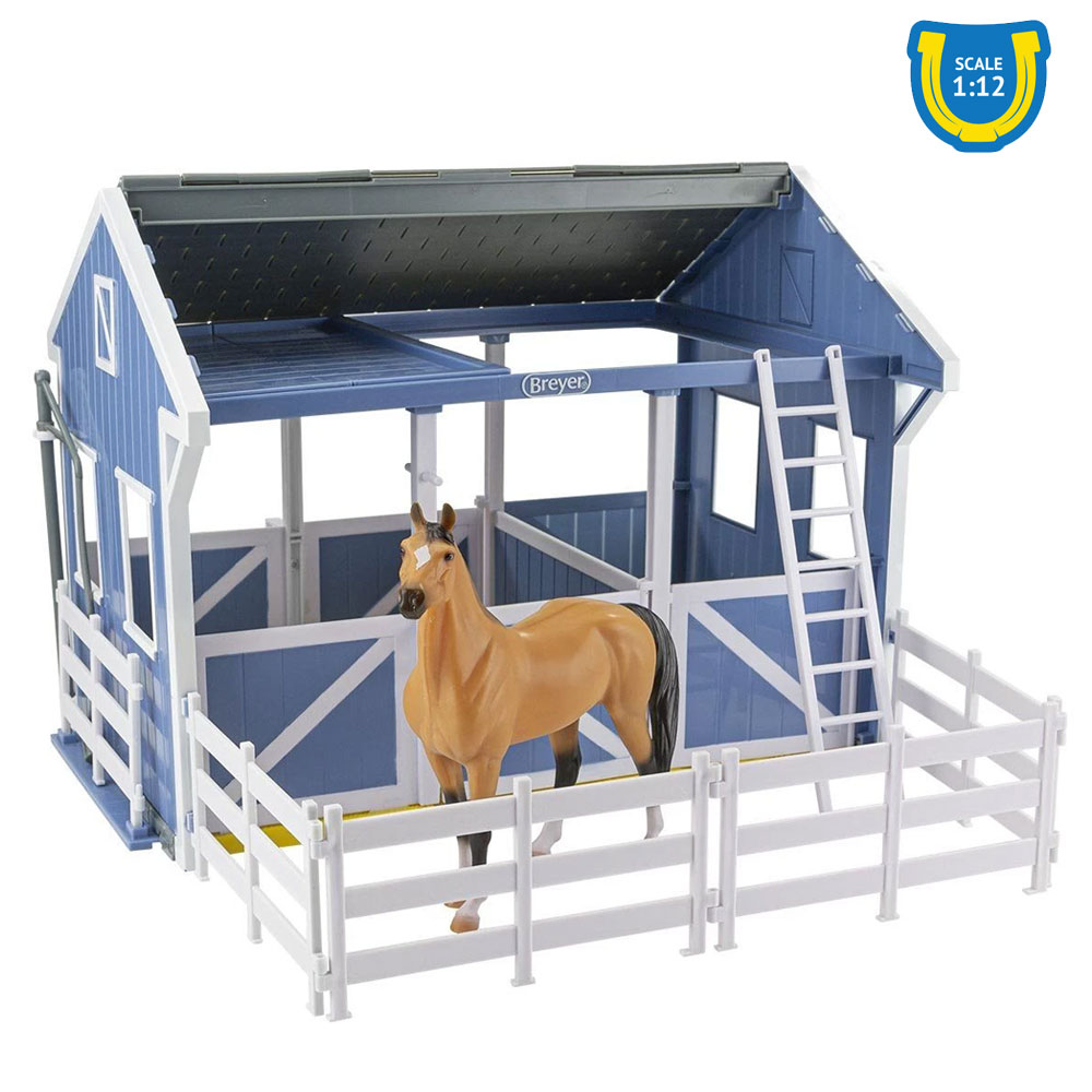 Breyer Deluxe Country Stable with Horse and Wash Stall